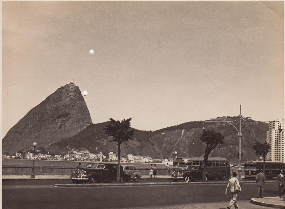 Rio de Žaneiro automagistralė Korkovado kalno fone. Brazilija, apie 1946–1950 m.