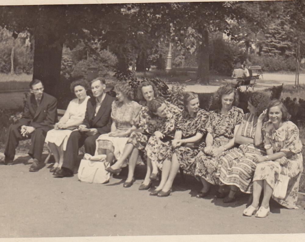 Rokiškio gimnazijos abiturientai po 20 metų Vilniuje. 1964 m.