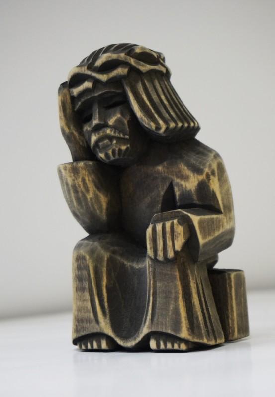 Rūpintojėlio skulptūrėlė. Autorius nežinomas. (Medis, tamsus pigmentas, drožyba)