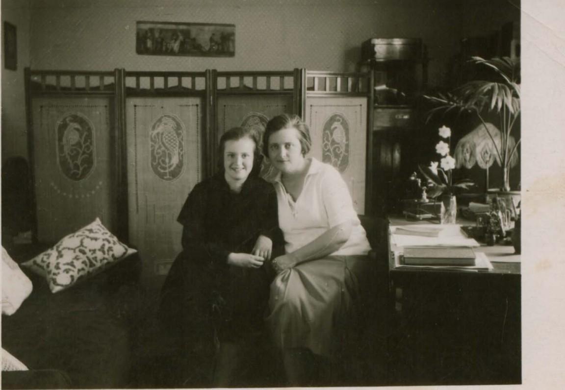 S. Čiurlionienė su dukra Danute Kaune. Apie 1926 m.