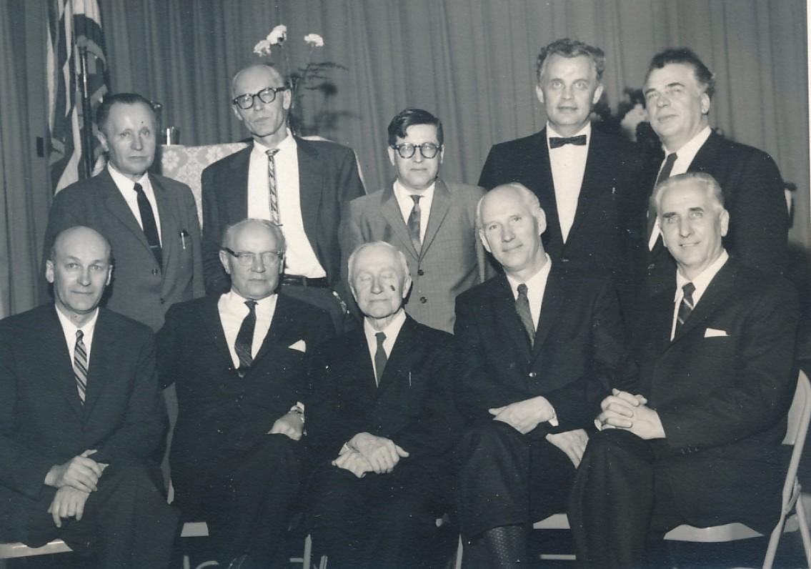 S. Santvaro 60-mečio minėjimas. Bostonas. 1962 m. Sėdi – A. Rimydis, F. Kirša, M. Vaitkus, S. Santvaras, P. Lembertas; stovi – P. Naujokaitis, P. Pilka, J. Girnius, D. Gavelis, A. Gustaitis