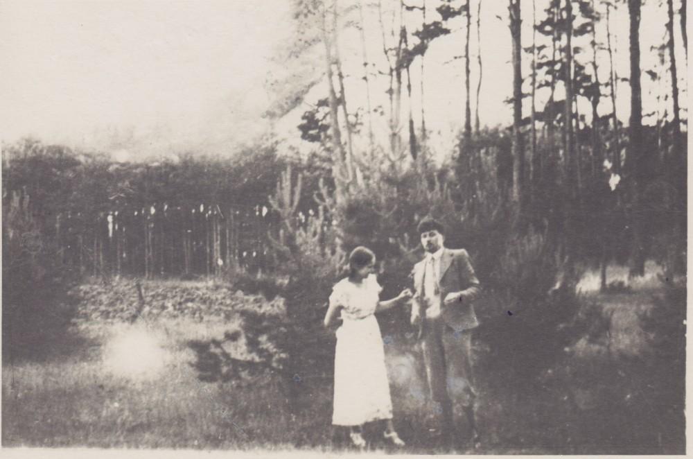Salomėja ir Bernardas Berčiūnų miške. Panevėžys. 1936 m. gegužės 4 d.