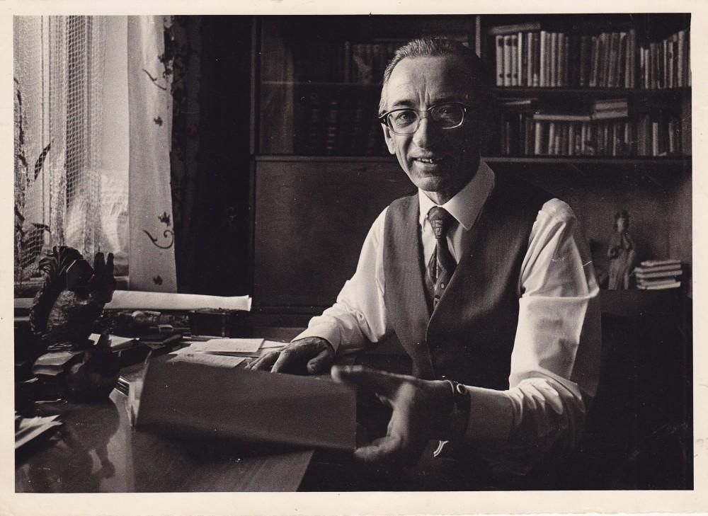 Savo darbo kambaryje Antakalnyje. 1973 m.