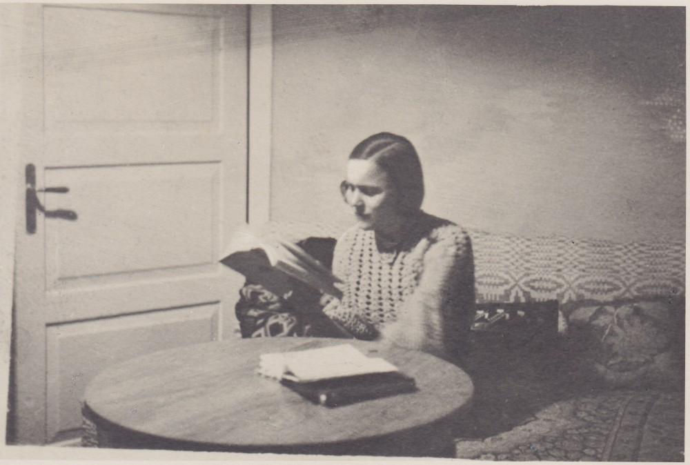 Savo kambaryje. Panevėžys. Apie 1935 m.