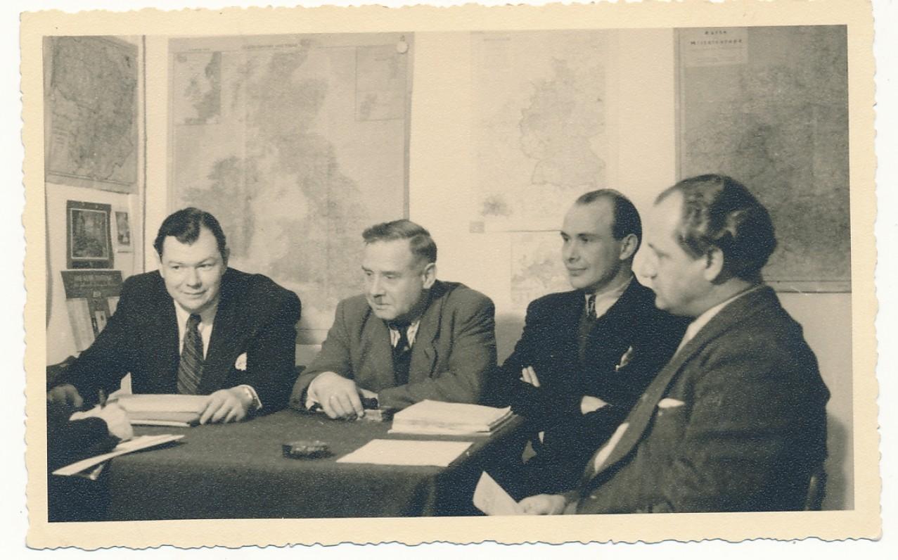 Schwabisch Gmundo lietuvių stovyklos radiofono taryba. 1950 m. kovo 10 d. Iš dešinės antras – P. Jurkus