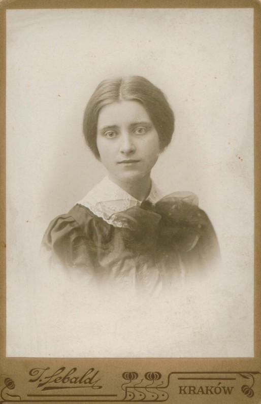 Studentė Sofija Kymantaitė Krokuvoje. I. Sebaldo nuotrauka. 1907 m. Tais metais sutiko M. K. Čiurlionį