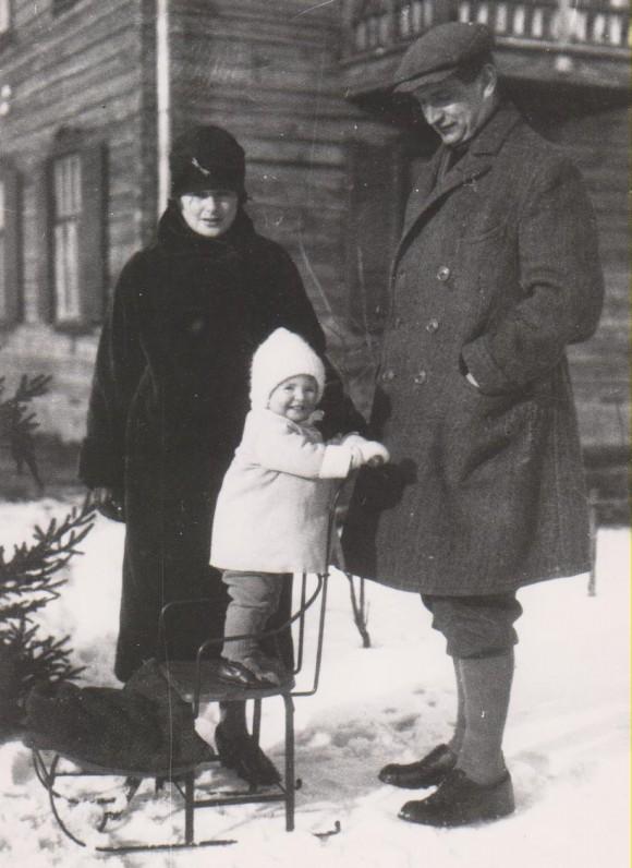 Su Vanda Daugirdaite-Sruogiene ir Baliu Sruoga. Kaunas, Žemuogių g., 1927 m.