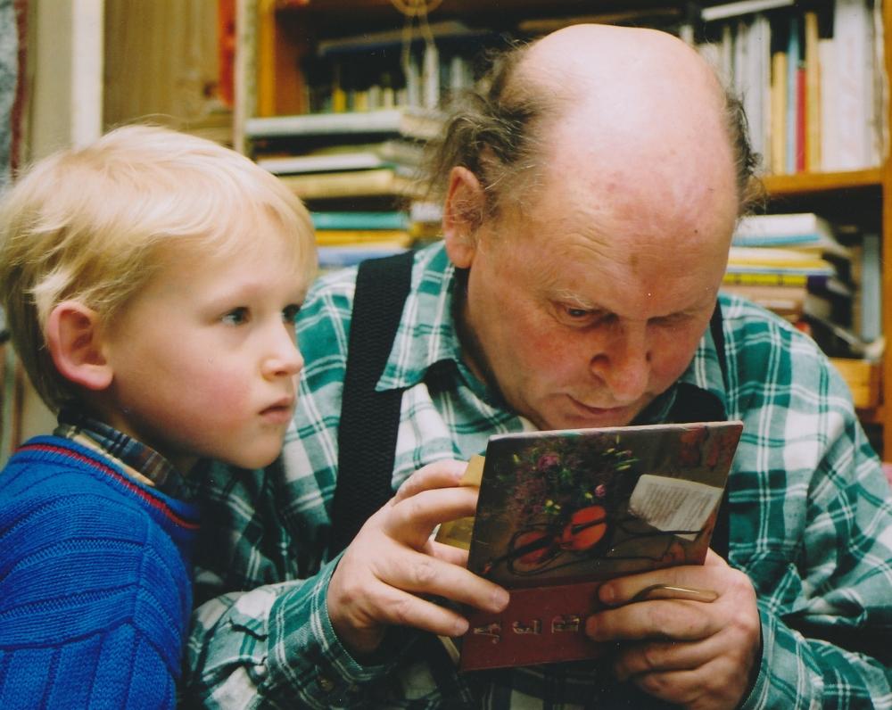 Su anūku Kostu. 2004 m. Z. Baltrušio fotografija