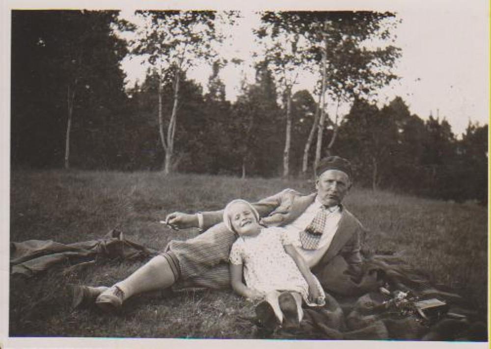 Su dukra Dalia. Pažaislis, 1929 m.