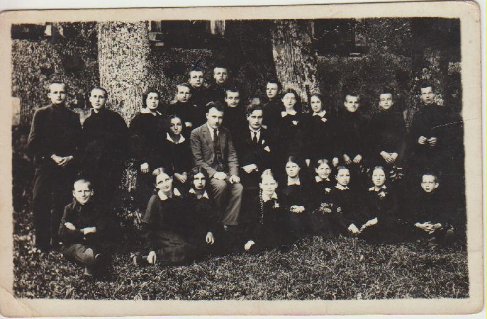 Su klasės draugais. L. Andriekus – paskutinėje eilėje, pirmas iš kairės. Seda, 1932 06 16