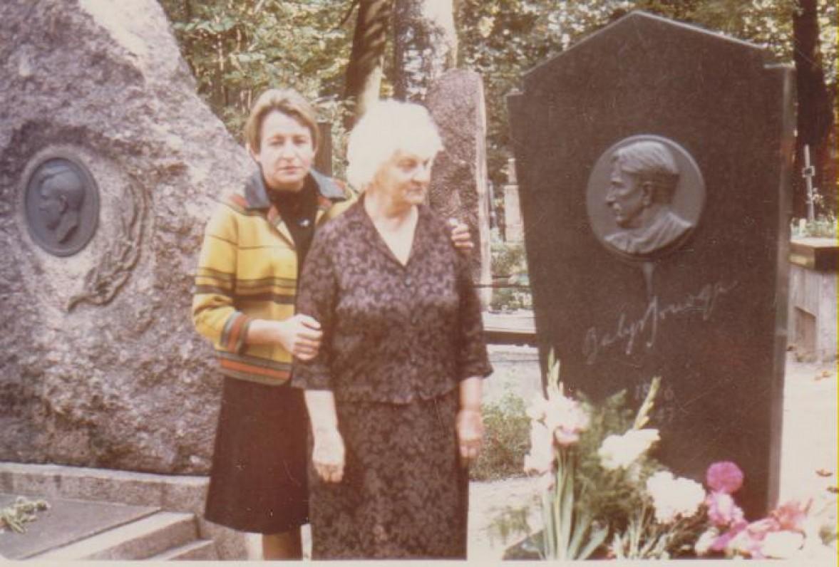 Su pedagoge Marija Nemeikšaite. Vilnius, 1967 m.