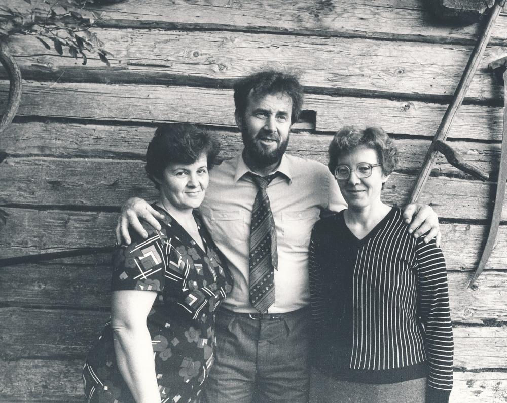 Su seserimis Vadžgiryje, Jurbarko r. 1986 m. R. Rakausko nuotrauka