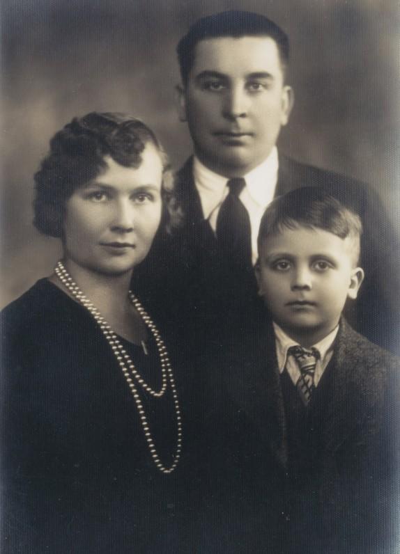 Su tėvais Brone ir Kazimieru Starkais