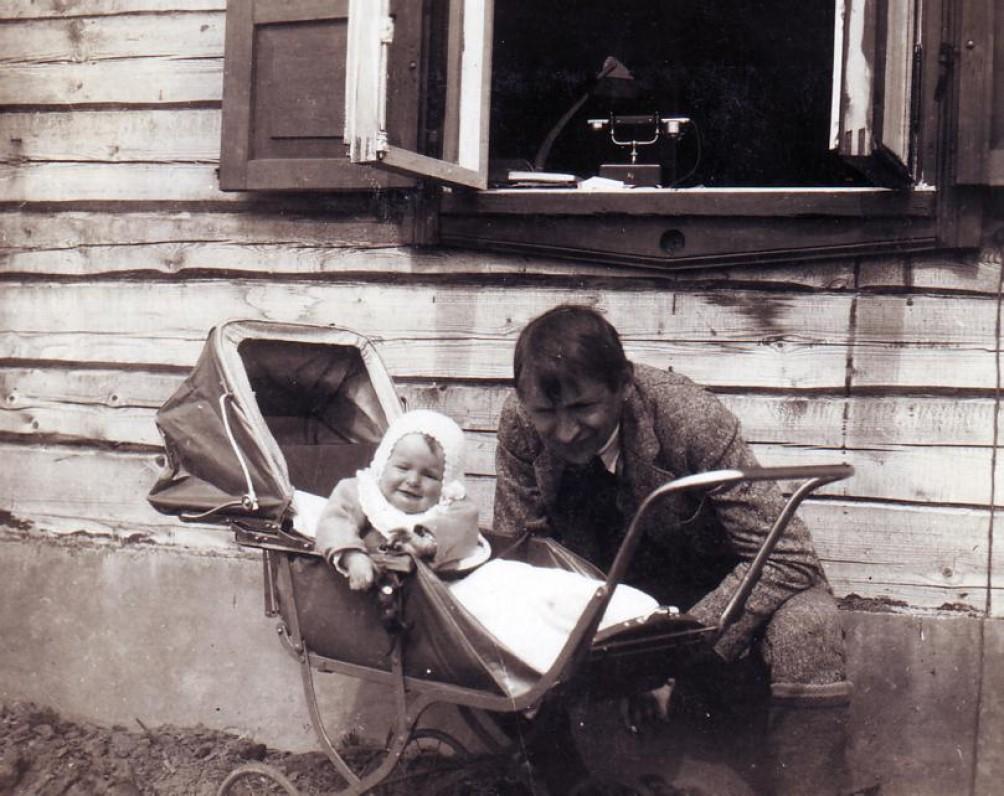 Su tėvu Baliu Sruoga. Kaunas, apie 1926–1927 m.