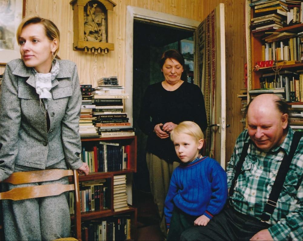 Su žmona Janina, dukra Aiste, anūku Kostu. 2004 m. Z. Baltrušio fotografija