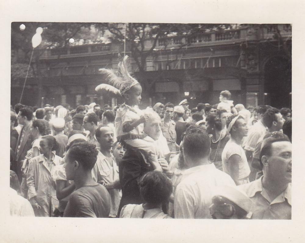 Šventinė minia. Brazilija, apie 1946–1950 m.