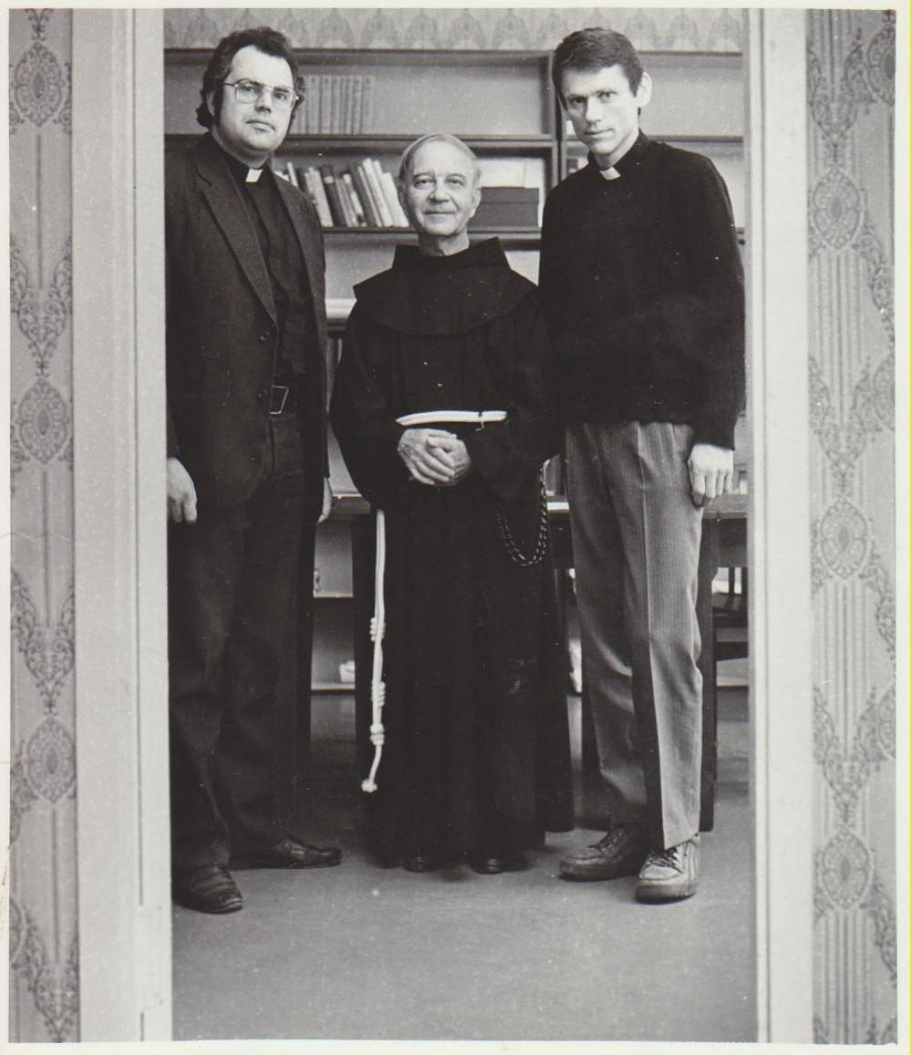 Tėvas L. Andriekus su broliais. Br. Benediktas OFM Sigitas Jurčys dešinėje