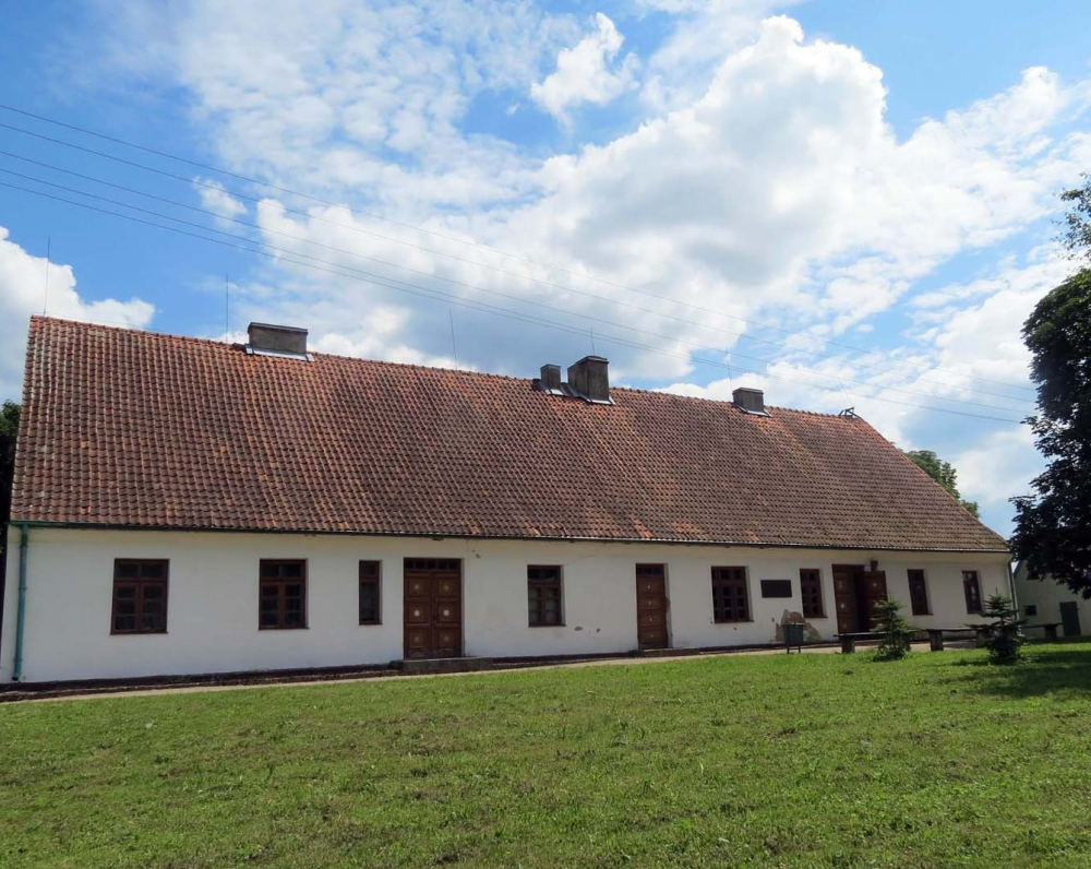 Tolminkiemio klebonija, K. Donelaičio perstatyta 1747–1764 m. Pastatas restauruotas 1988 m.