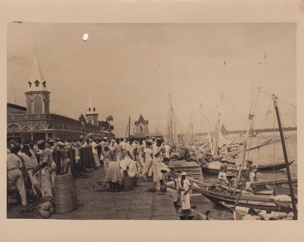 Turgus uostamiesčio krantinėje. Brazilija, apie 1946–1950 m.