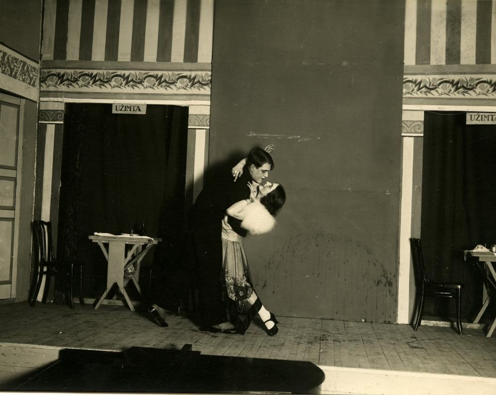 """V. Bičiūno drama """"Ponia Barbė"""" """"Žvaigždikio"""" teatre. 1931-1932 m. sezonas. Originalas saugomas Lietuvos teatro, muzikos ir kino muziejuje"""