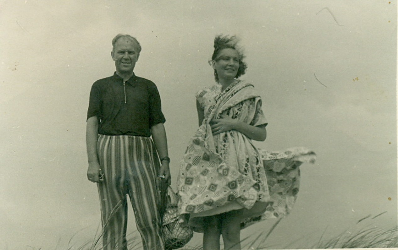 V. Miliūnas su žmona Angele Pietuose. Apie 1956 m.