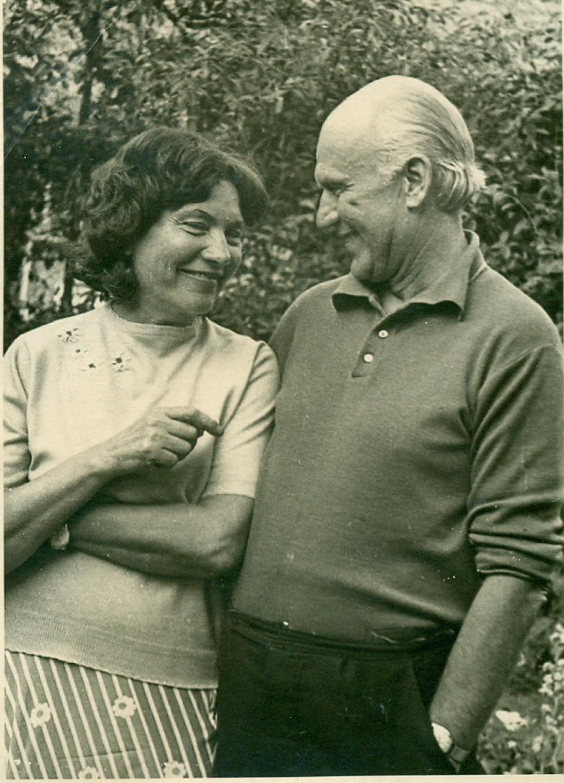 V. Miliūnas su žmona Angele. Nida, 1975 m.
