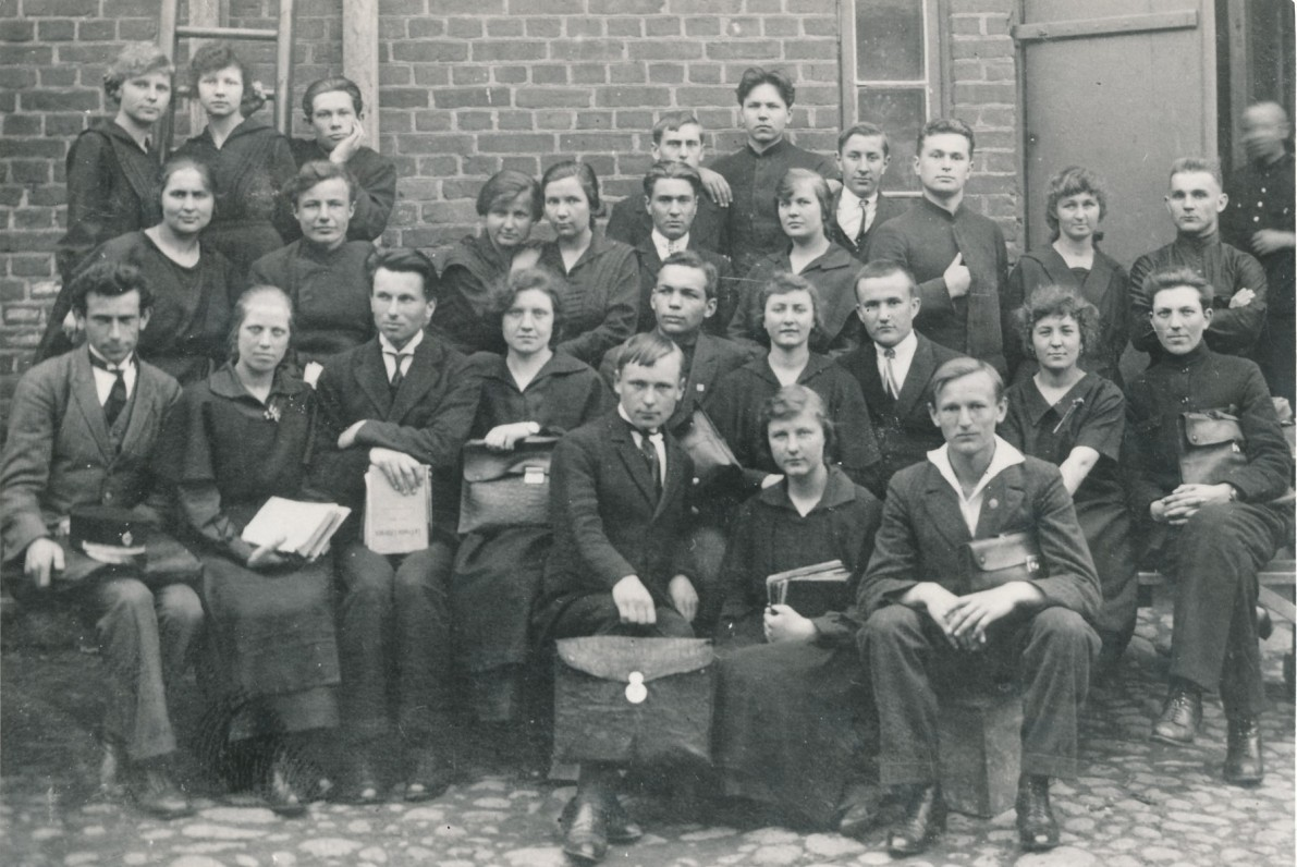 """Vilkaviškio """"Žiburio"""" gimnazijos VIII klasė. 1925 m."""
