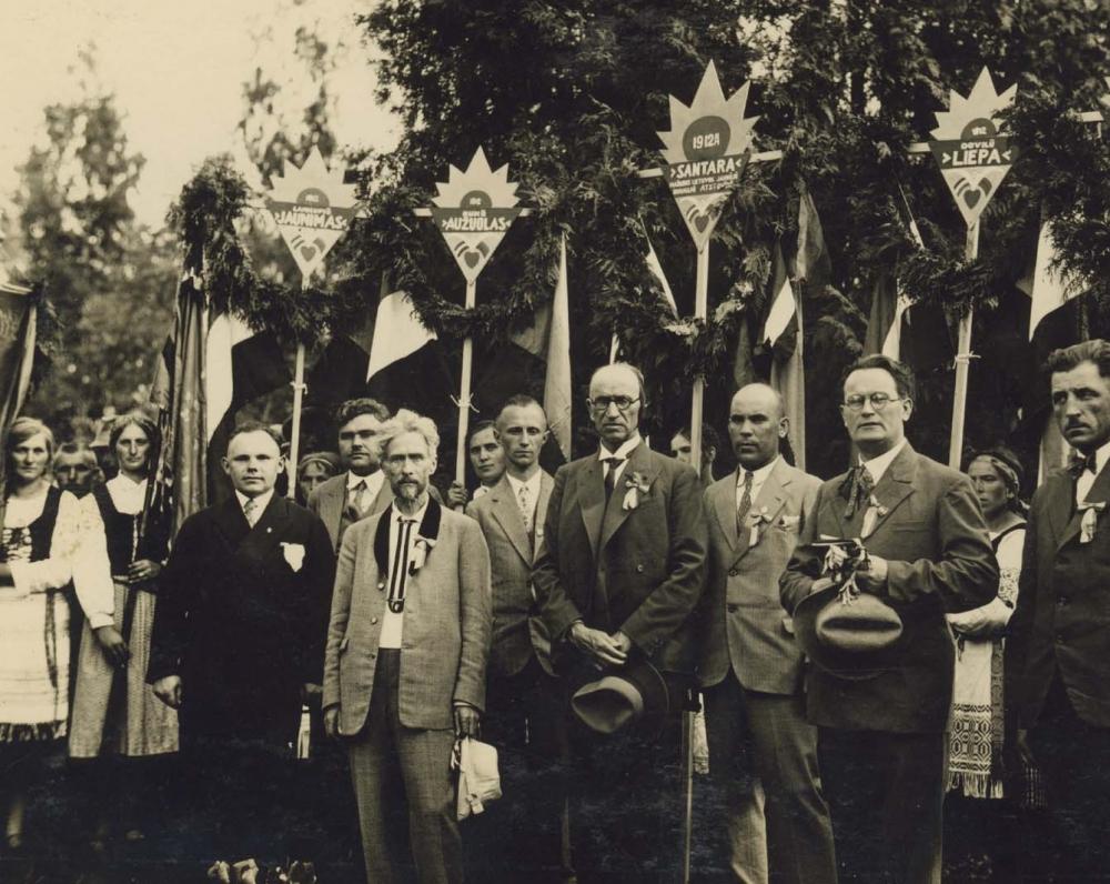 Vydūnas Joninių šventėje Juodkrantėje. 1930 m.