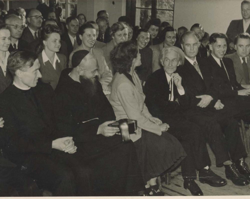 Vydūnas (ketvirtas iš dešinės) literatūros vakare Diepholce. 1948 m.