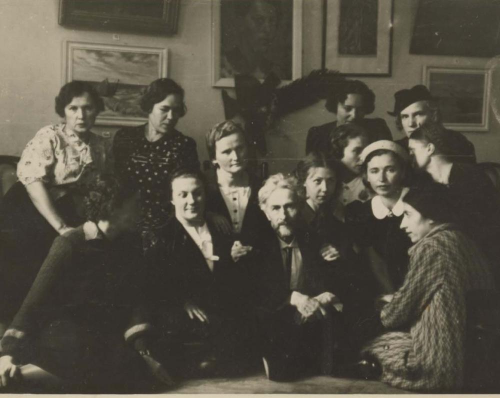 Vydūnas moterų dailininkių parodoje. Kaunas, 1937 m.