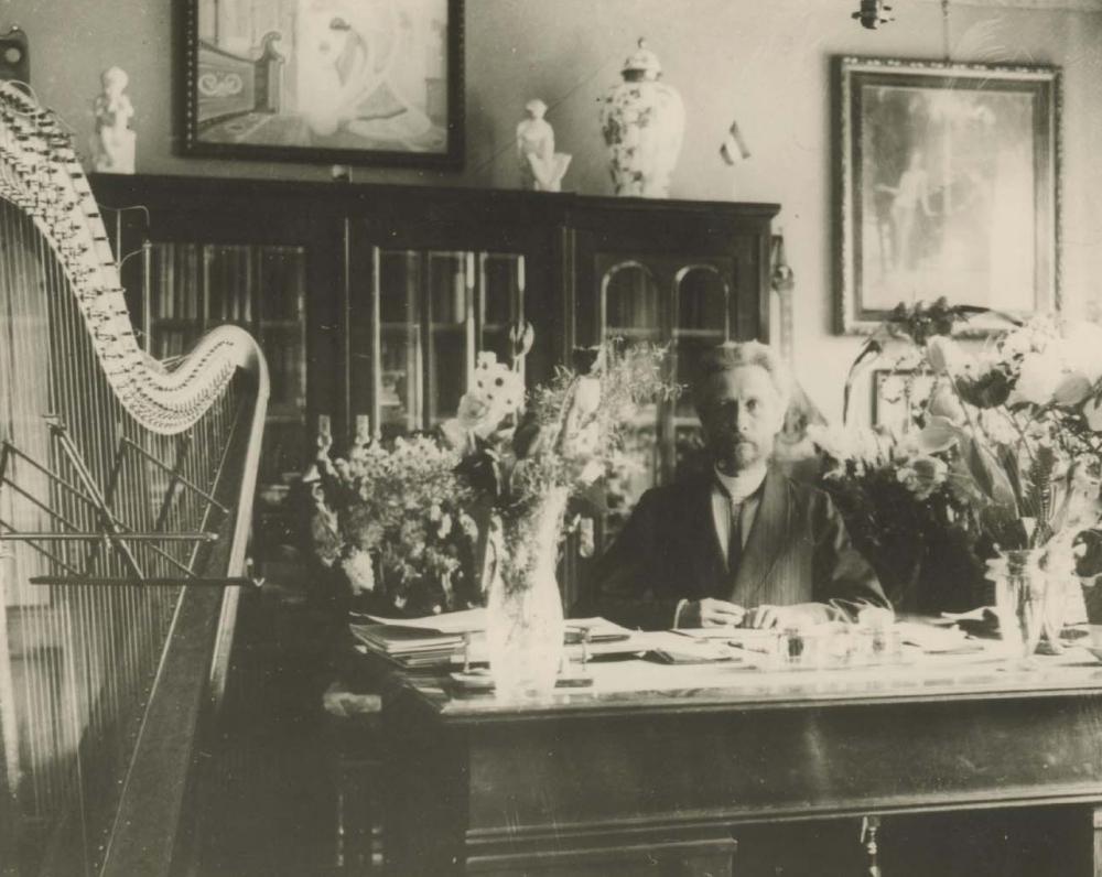Vydūnas savo namuose Tilžėje. Apie 1928 m.