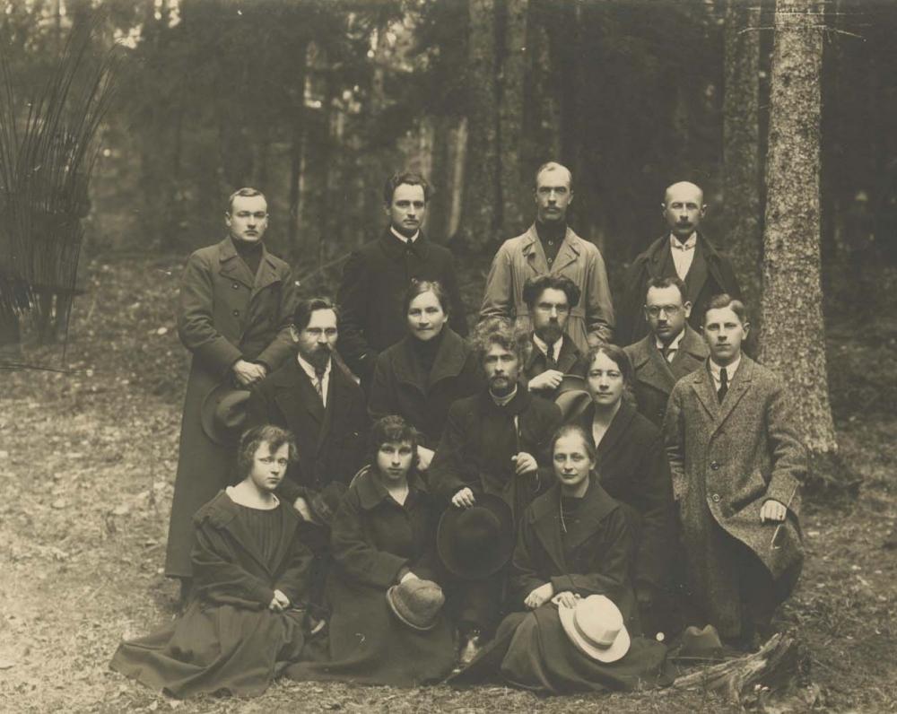 Vydūnas su Rokiškio gimnazijos mokytojomis ir mokiniais. 1925 m.