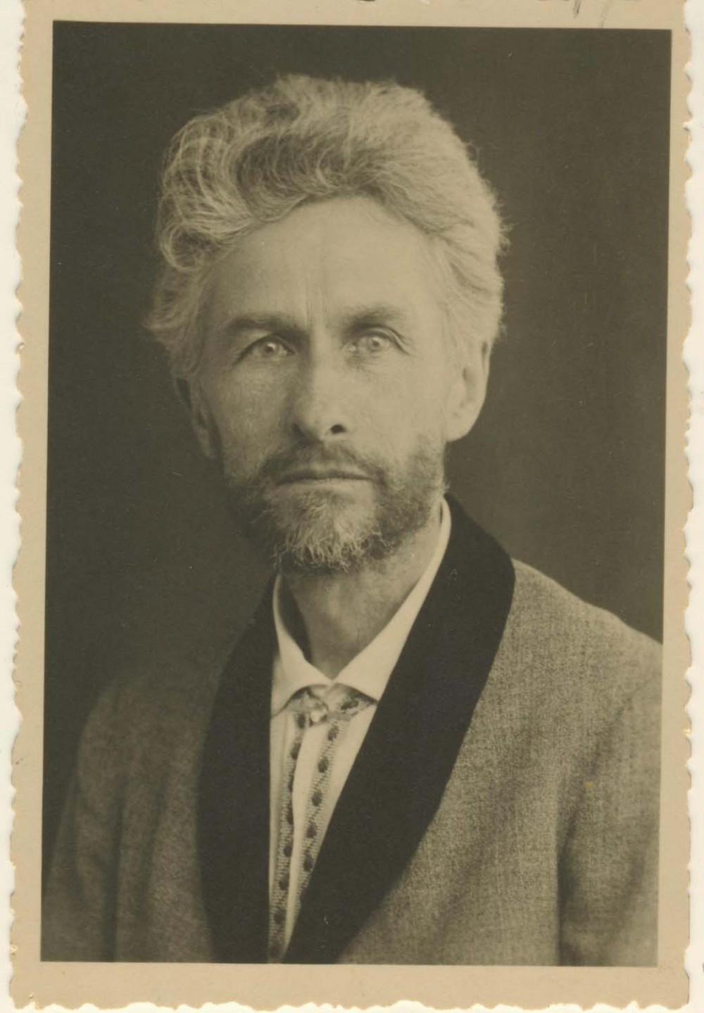Vydūnas. 1935 m. Nuotrauka dedikuota dail. M. Lapinskaitei