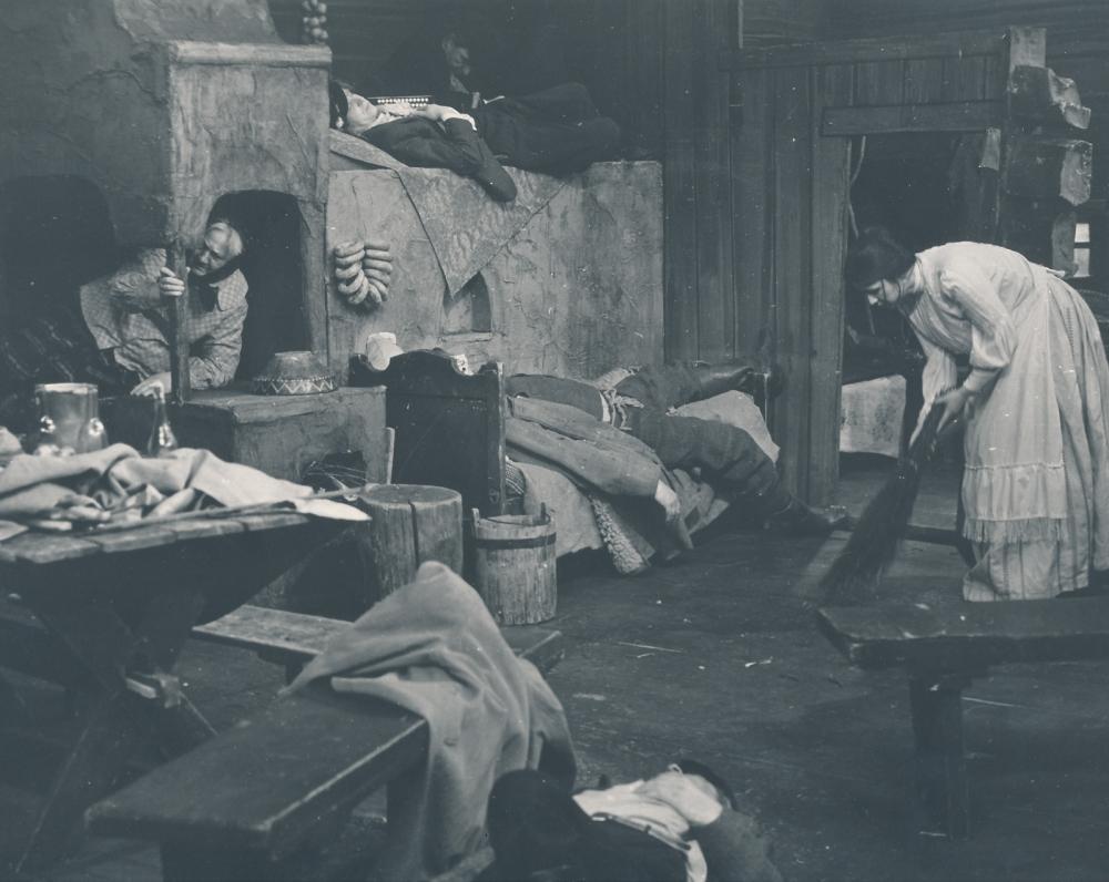 """Žemaitės """"Marti"""" Lietuvos valstybinio akademinio dramos teatro scenoje. 1978 m. Režisierė K. Kymantaitė. Katrė – Eglė Gabrėnaitė"""