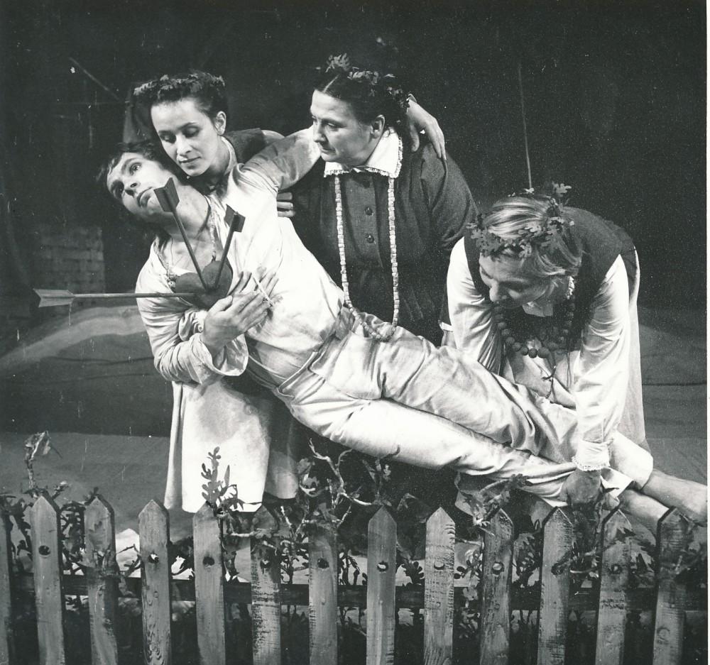 """Žemaitės drama """"Trys mylimos"""" Jaunimo dramos teatre. 1979 m. Režisierius G. Padegimas. A. Zavadskio nuotrauka. 2"""