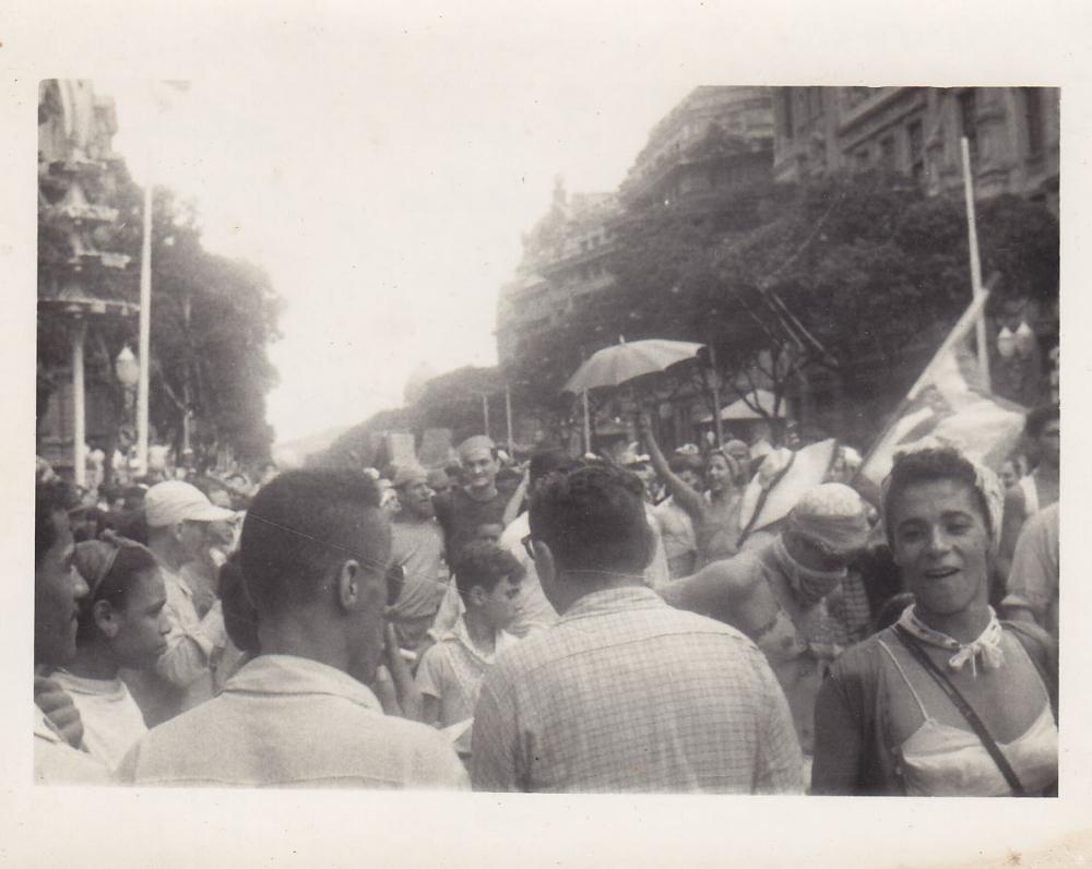Žmonių minia gatvėje. Brazilija, apie 1946–1950 m.