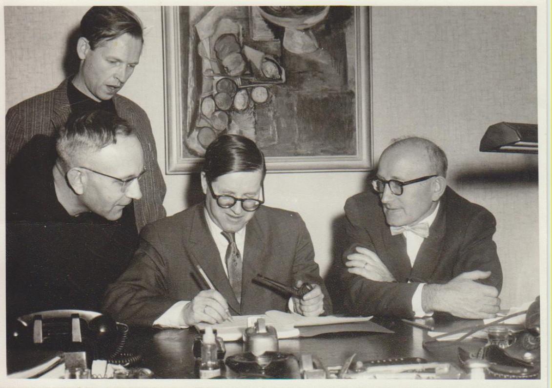 """Žurnalo """"Aidai"""" redakcinės kolegijos posėdis. A. Nyka-Niliūnas, L. Andriekus, J. Girnius, A. Vaičiulaitis. Brooklyn,1965 m."""
