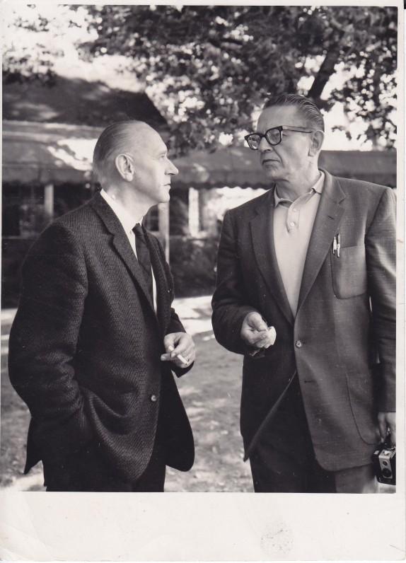 A. J. Greimas su B. Raila Santaros-Šviesos suvažiavime. Tabor Farma (Mičigano valstija), 1965 m.