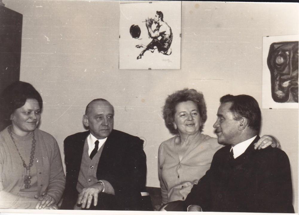 A. J. Greimas su Irena ir Juliumi Būtėnais ir dr. Laima Griciūte (kairėje) Būtėnų namuose. Vilnius, 1971 m.