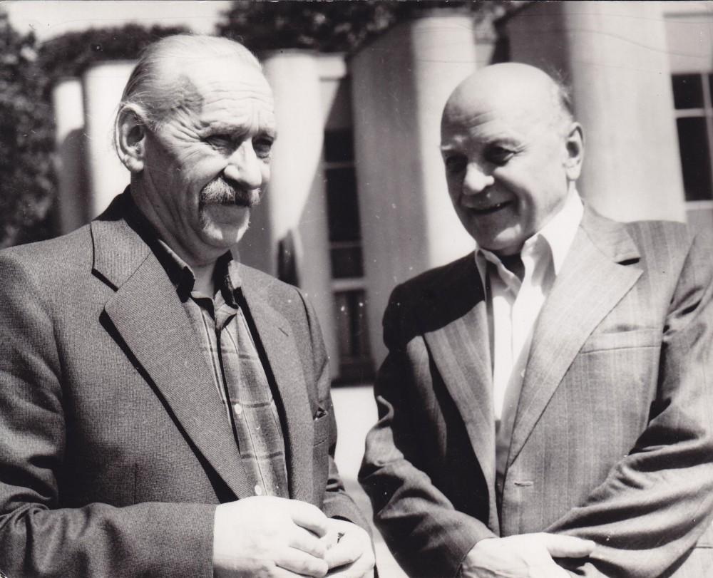 A. J. Greimas su Juozu Baltušiu Vilniuje 1979 m.
