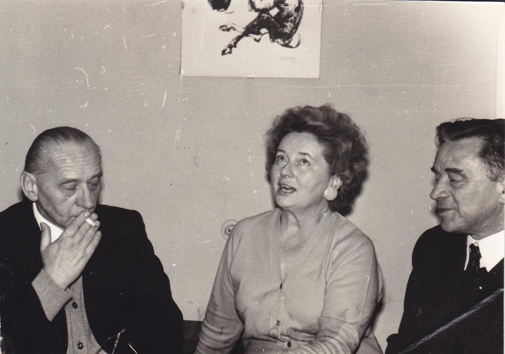 A. J. Greimas su pussesere Irena ir jos vyru Juliumi Būtėnais jų namuose Vilniuje 1971 m.