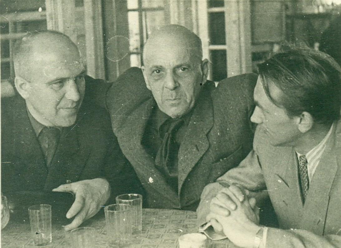 A. Žukauskas, rusų rašytojai P. Antokolskis (viduryje) ir A. Klionovas. Vilnius, 1950 m.