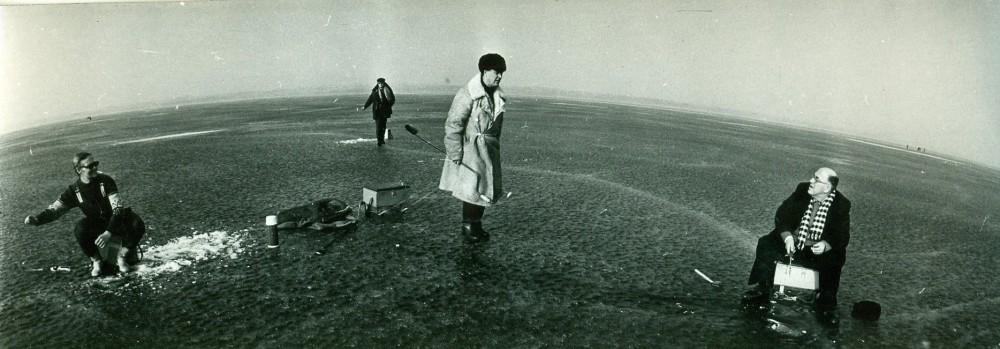 A. Žukauskas su Lietuvos kino studijos darbuotojais žūklėje ant Dusios ežero. 1976 m.