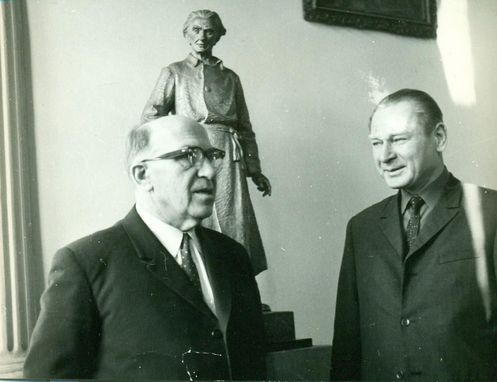 A. Žukauskas su broliu Juozu Žukausku. Vilnius, 1961 m.