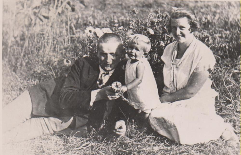 B. Sruoga, D. Sruogaitė ir V. Daugirdaitė-Sruogienė. Kaunas, 1926 m.