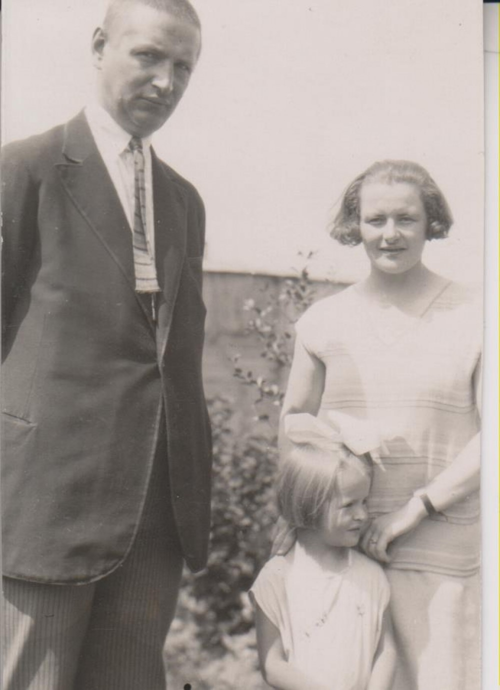 B. Sruoga, D. Sruogaitė ir V. Daugirdaitė-Sruogienė. Kaunas, 1928 m.