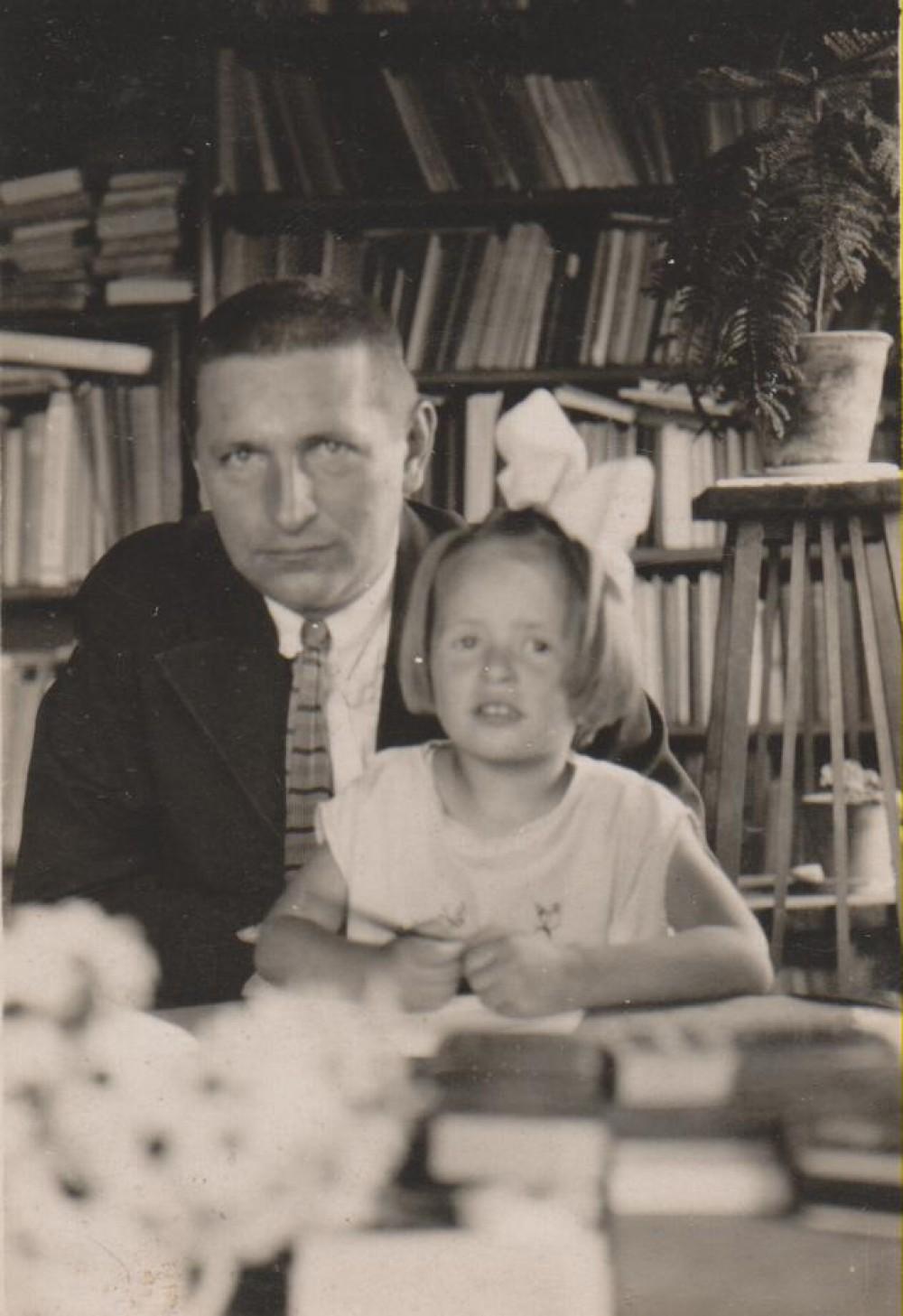 B. Sruoga su dukra Dalia. 1929 m.