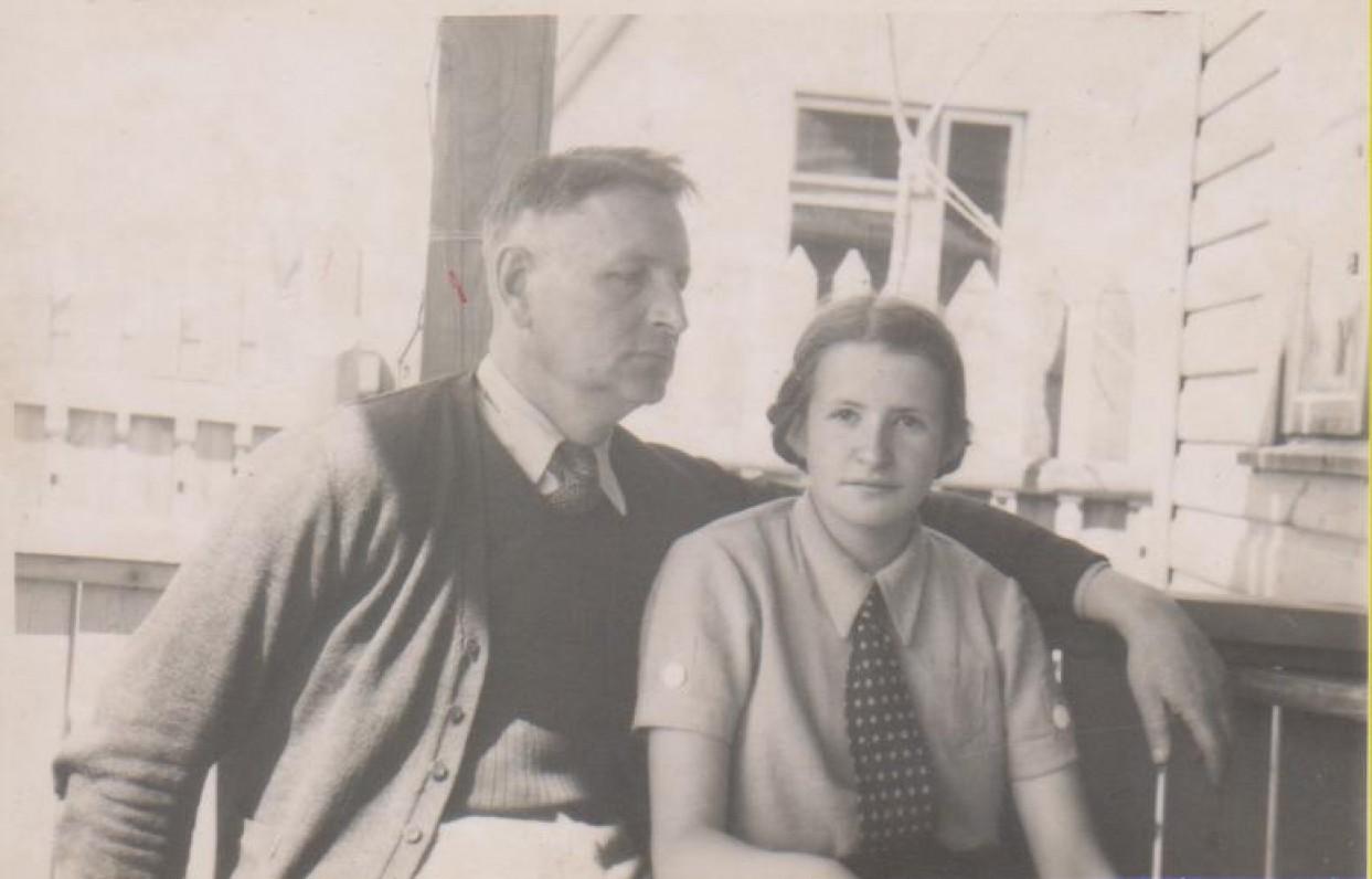 B. Sruoga su dukra Dalia. Kaunas, 1939 m.