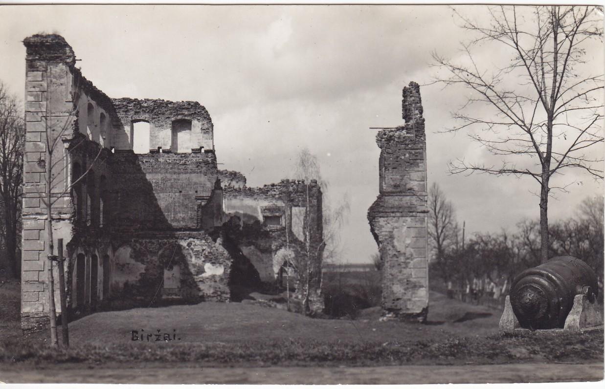 Biržai – vieta, kur broliai Mekai praleido savo, gimnazistų, metus. Gimtasis Semeniškių kaimas buvo tik 30 km. nutolęs nuo Biržų. P. Ločerio nuotrauka