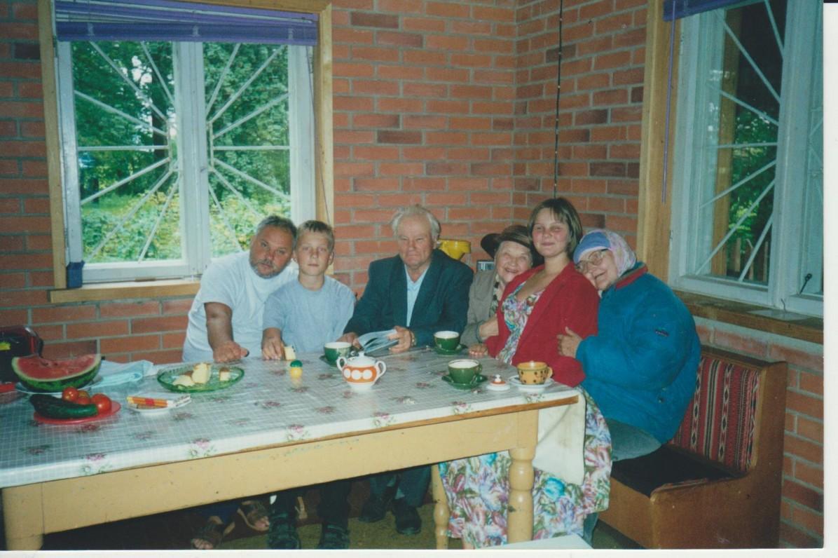 Dautartų šeima Opšrūtų kaime apie 1999 m.